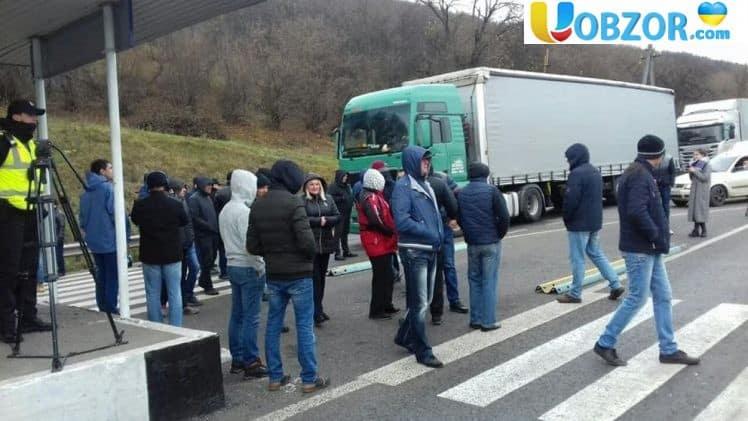 Зростання цін на паливо, дороги і кримінал: протестуючі перекрили трасу Київ - Чоп