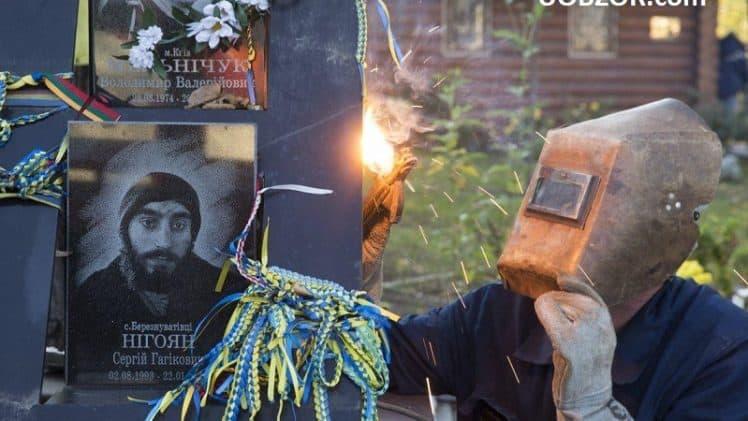 У Києві демонтують тимчасовий меморіал загиблим на Евромайдані