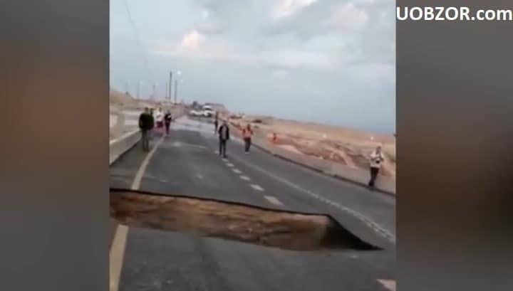 Ділянка шосе в Ізраїлі провалився на очах очевидців. Відео