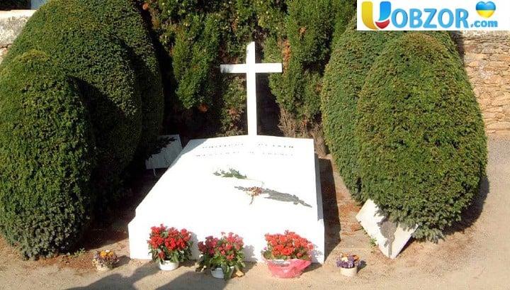 У Парижі осквернили могилу маршала Петена