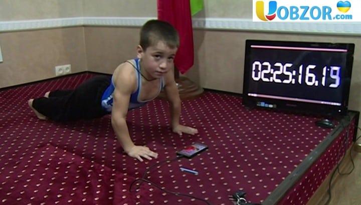 4 тисячі віджимань під мультики: п'ятирічний силач готовий повторити рекорд для Книги рекордів Гіннесса