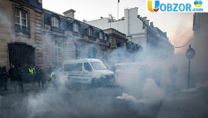 """На Єлисейських полях проти """"жовтих жилетів"""" застосували газ"""