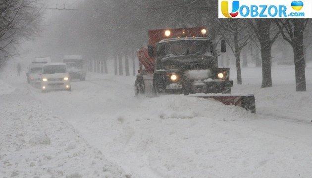 Київ потопає в снігу: на дороги вийшли комунальники