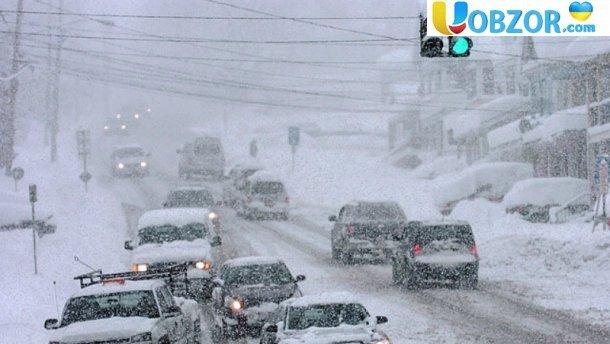 Наслідки снігопадів в Україні: смертельна ДТП, 12 обморожених і скасовані рейси