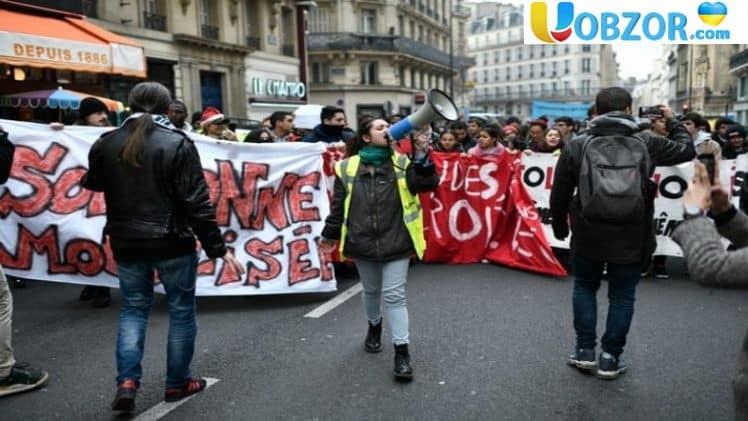 """""""Чорний вівторок"""" у Франції - на вулиці вийшли тисячі учнів"""