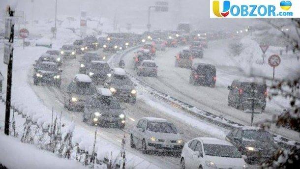 Українці як завжди виявилися не готові до снігопадів. Апокаліпсис на дорогах