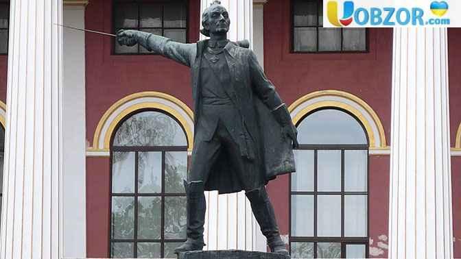 У Києві демонтували пам'ятник Олександру Суворову
