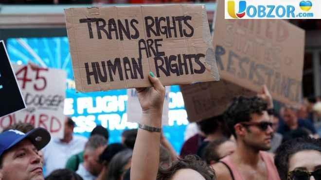 Верховний суд США дозволив Трампу обмежити службу в армії для трансгендерів