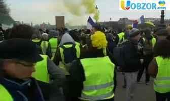 """У Франції поліція застосувала водомети проти """"жовтих жилетів"""""""