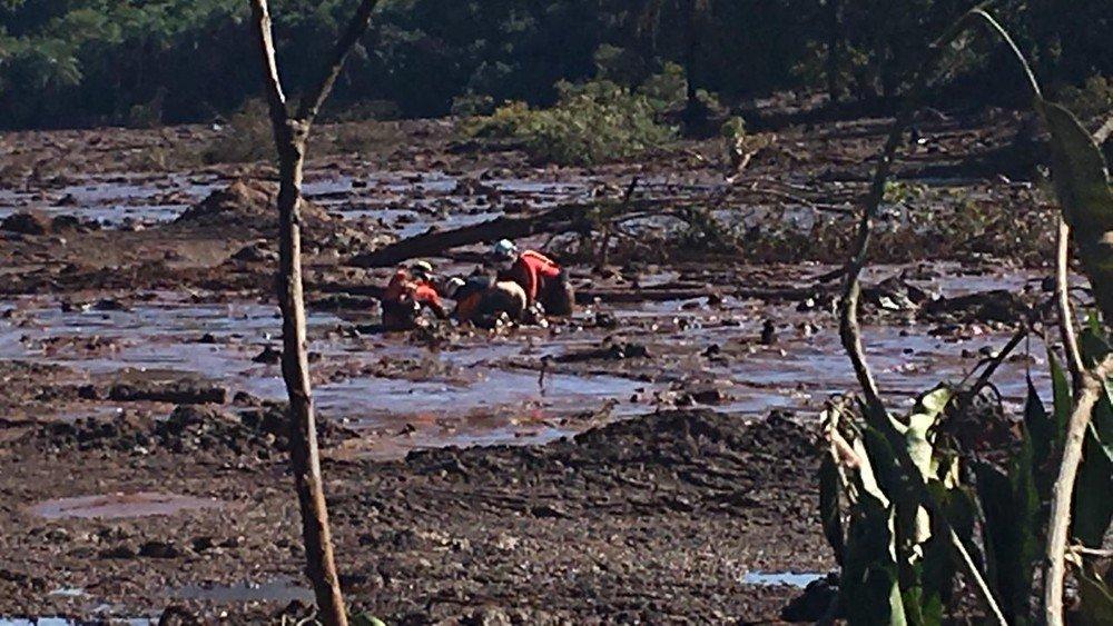 Прорив греблі в Бразилії: рятувальники знайшли тіла 99 загиблих