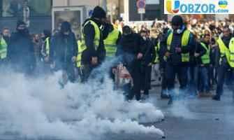 """У Франції на вулиці вийшли десятки тисяч """"жовтих жилетів"""": є затримані"""