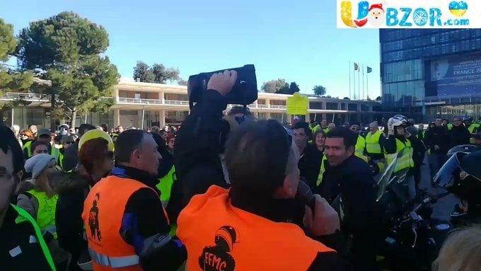 """Протести """"жовтих жилетів"""" у Франції. Заарештували 30 осіб"""