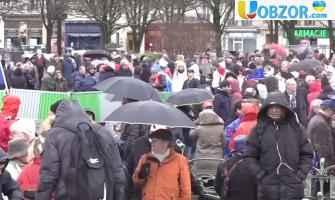 """У Парижі відбулася акція протесту """"червоні шарфи"""" і """"сині жилети"""""""