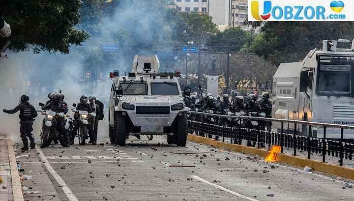 В Каракас введена бронетехніка, Ніколас Мадуро закликає військових до вірності