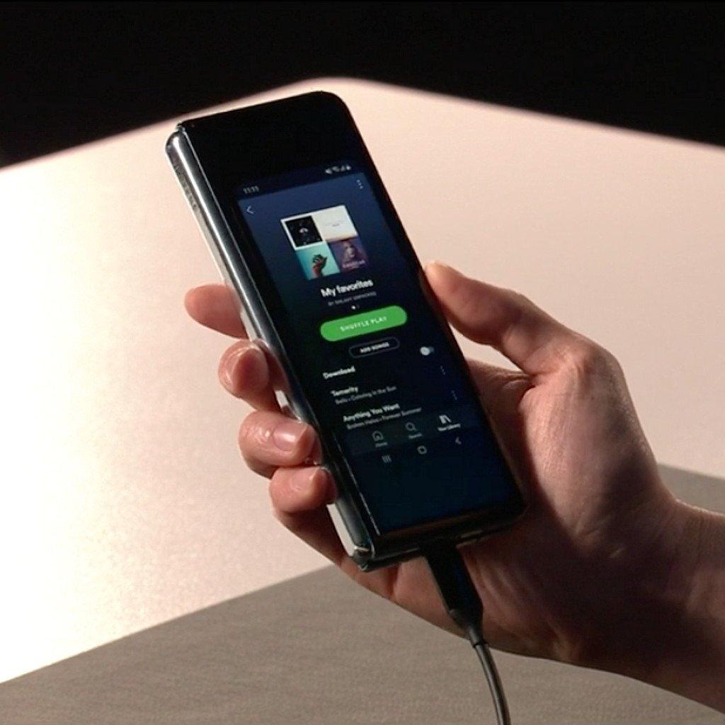 Samsung представила згинаючись смартфон Galaxy Fold за 2000 доларів