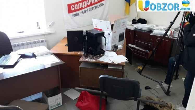 В Одеській області розгромили передвиборний штаб Порошенко