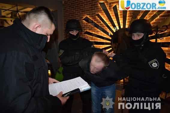 У Миколаєві затримали чоловіка, який постачав підлітків педофілам