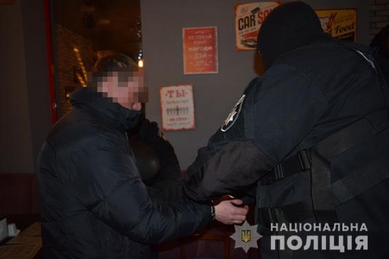 У Миколаєві чоловік постачав підлітків педофілам