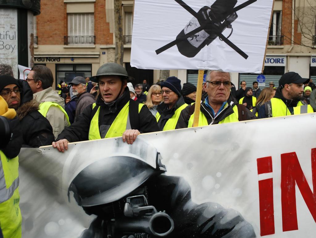 """хвиля протестів """"жовтих жилетів"""""""