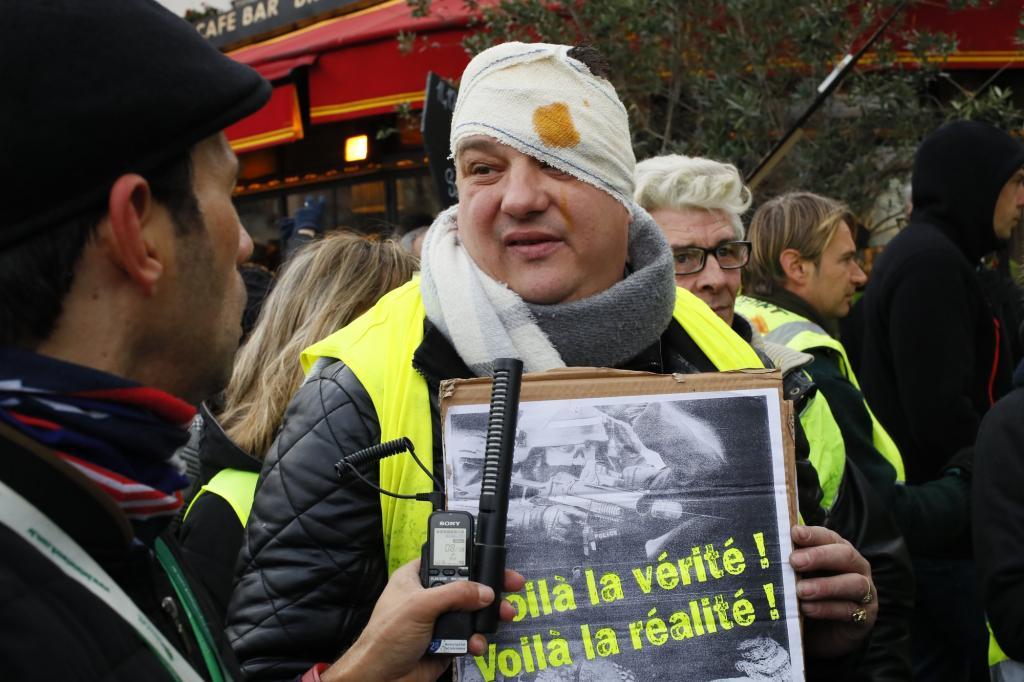 """Дванадцята хвиля протестів """"жовтих жилетів"""" у Франції"""