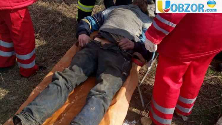 У Кривому Розі школярі врятували життя бездомному, що лежав в люку