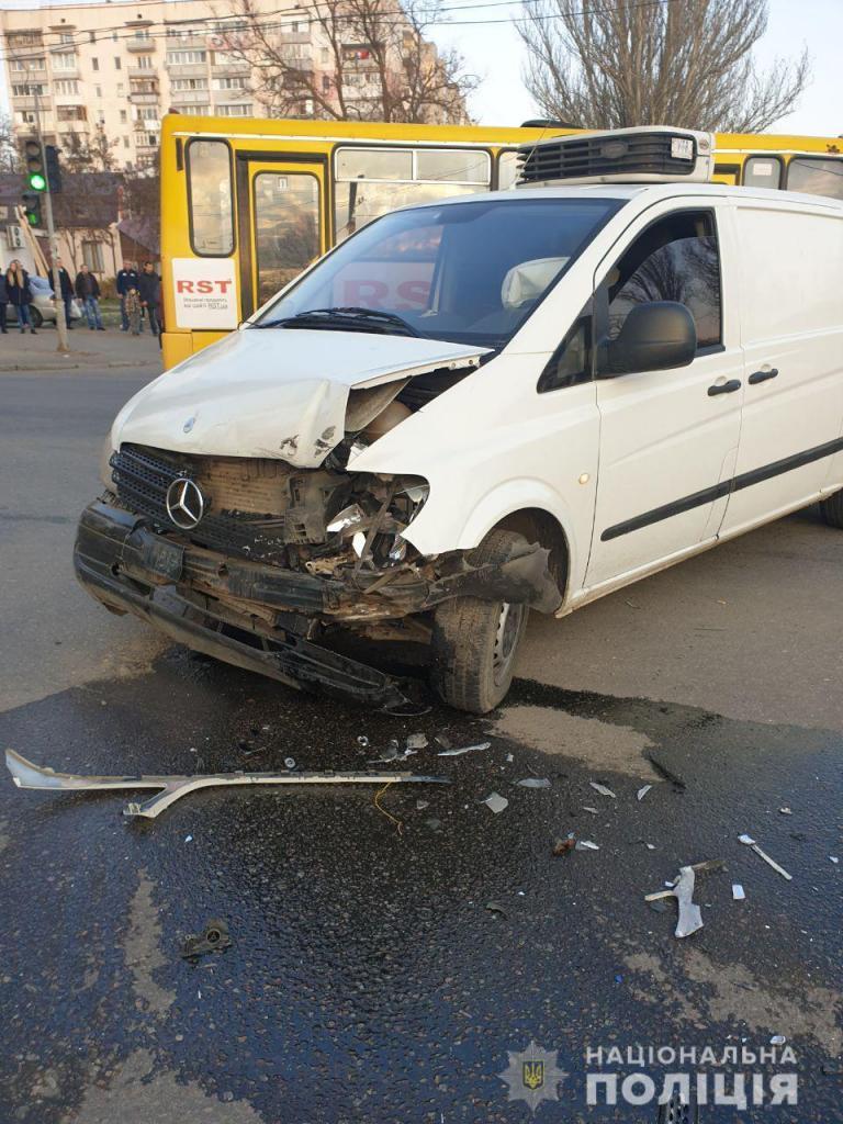 В Одесі Opel на єврономерах збив трьох нацгвардійців