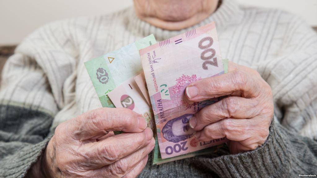 Порошенко доручив підготувати розрахунки для щорічної 13-ї пенсії