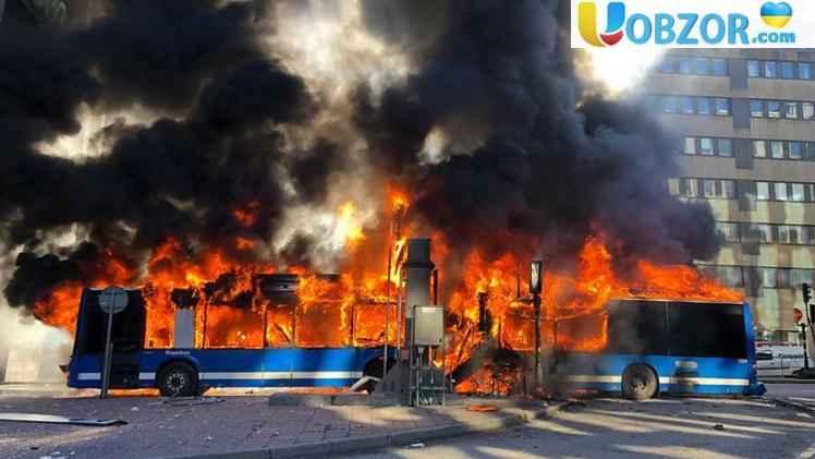 У центрі Стокгольму вибухнув пасажирський автобус