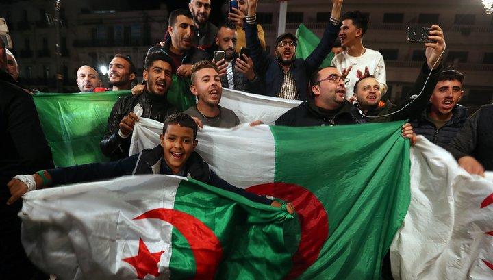 В Алжирі тривають протести, незважаючи на відставку президента