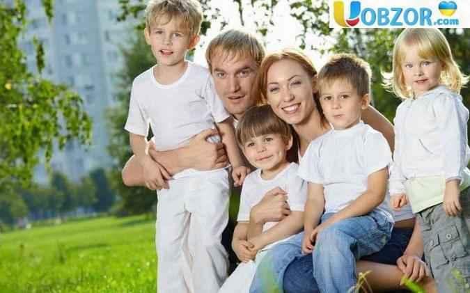 З 1 квітня багатодітні сім'ї будуть отримувати по 1700 гривень на дитину