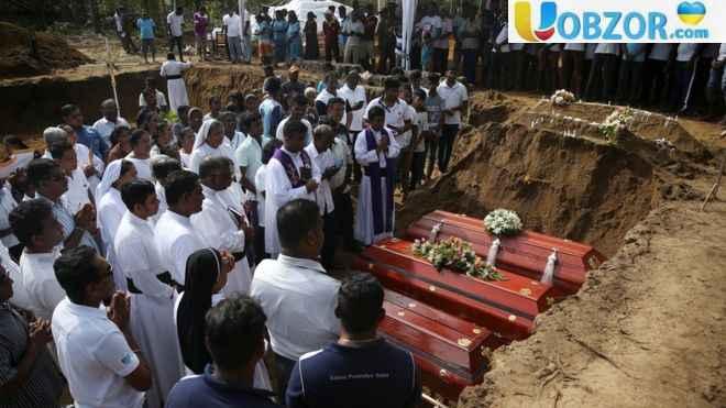 """Кількість загиблих на Шрі-Ланці перевищила 300 осіб: """"Масовий похорон"""""""