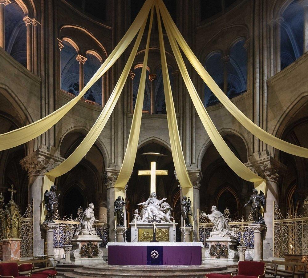 Собор Паризької Богоматері, вівтар