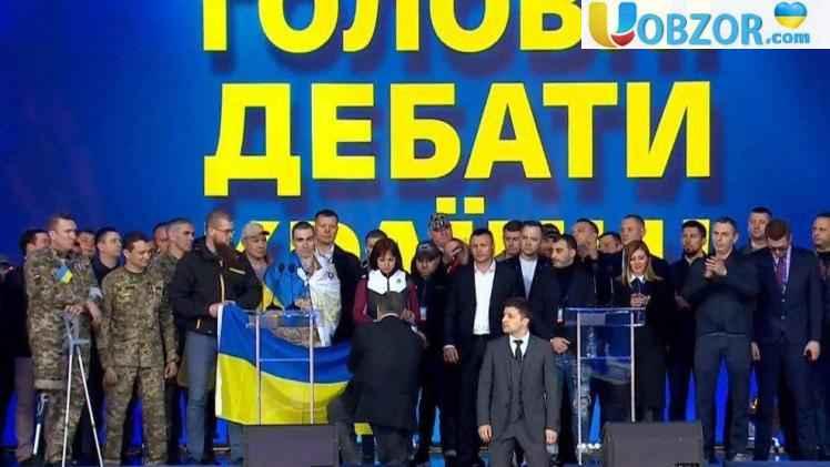 Зеленський став на коліна перед всім українським народом