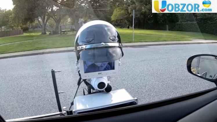 Робот поліцейський на вулицях Каліфорнії: перевіряє документи і виписує штраф