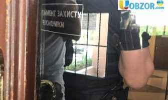 В Одесі чиновники попалися на хабарі: проводять обшуки