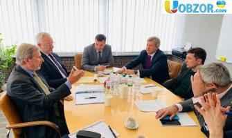 Зеленський зустрівся з Ханом - єврокомісаром з питань європейської політики сусідства