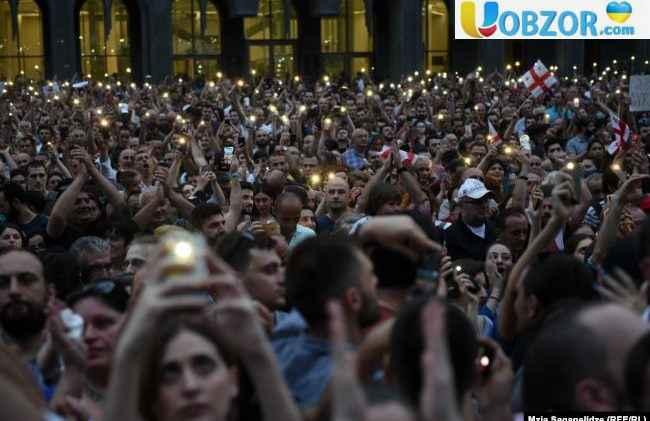 Масовий протест у Грузії: правоохоронці застосували зброю і водомети