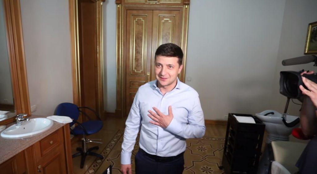 Зеленський показав робочий кабінет в АП