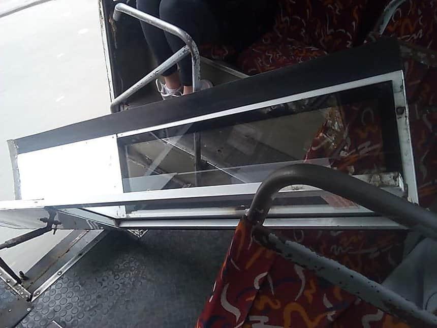 У Миколаєві в «маршрутці» №15 на ходу відпала задня дверка