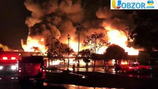Масштабна пожежа в Каліфорнії: люди залишають домівки