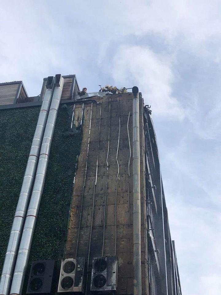 В Одесі загорівся готель М1 Club Hotel, який відомий серед молоді